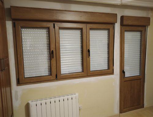 Puerta y ventana de tres hojas en PVC